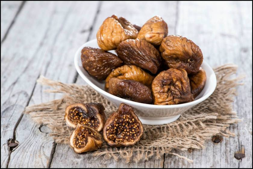 Dried-figs-in-a-bowl-on-wooden-background